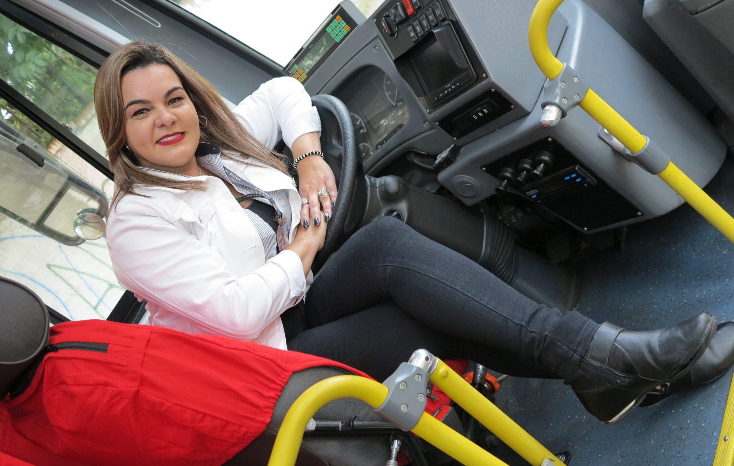 #QuemTeMove – Amanda Alcedino: Articular sonhos e ser inspiração a novas profissionais
